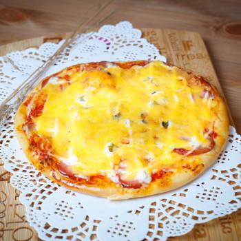 Мини-пицца с сосиской